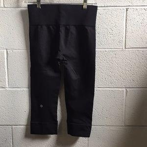 lululemon athletica Pants - Lululemon charcoal crop legging, sz 6, 58887
